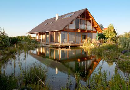 Schwimmteich und Naturpool für den Garten