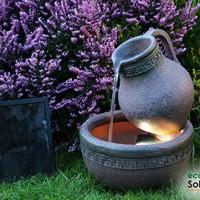 Solar-Gartenbrunnen-mit-Terrakotta-Effekt-und-LED-Beleuchtung-0