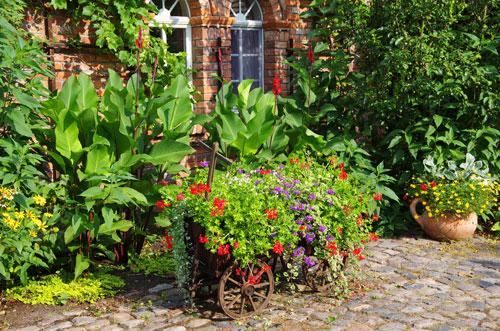 Gl cksmomente im garten anlegen und teilen garten blog for Gartengestaltung rosenbogen